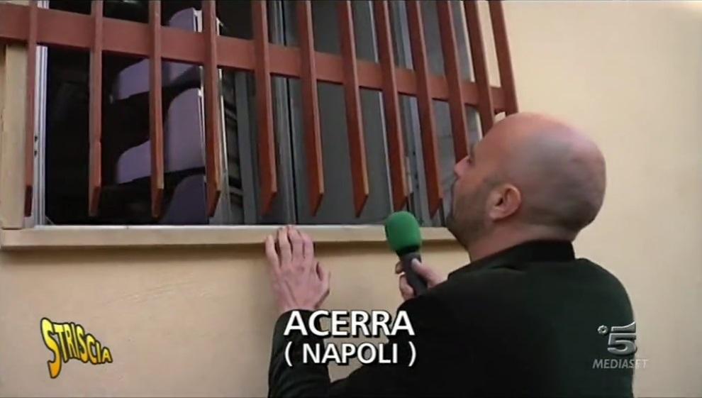 Luca Abete, la posta ad Acerra si consegna dalla finestra