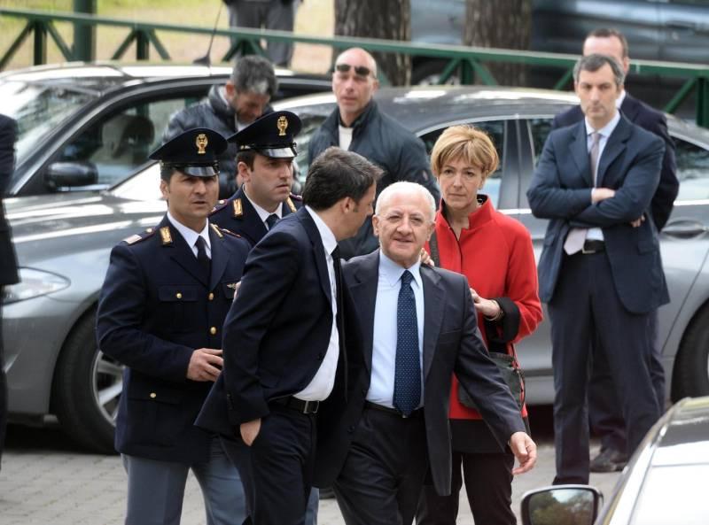 Matteo Renzi a Pompei, incontro con delegazione operai Whirlpool.