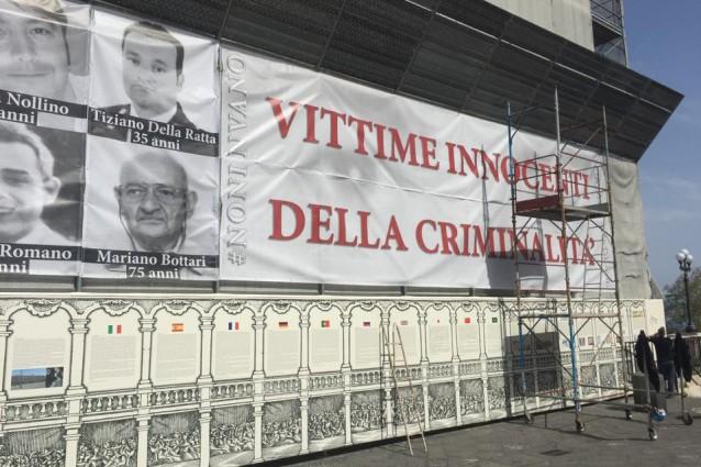 #Noninvano, 106 foto di vittime innocenti della camorra sulla facciata di Palazzo Reale