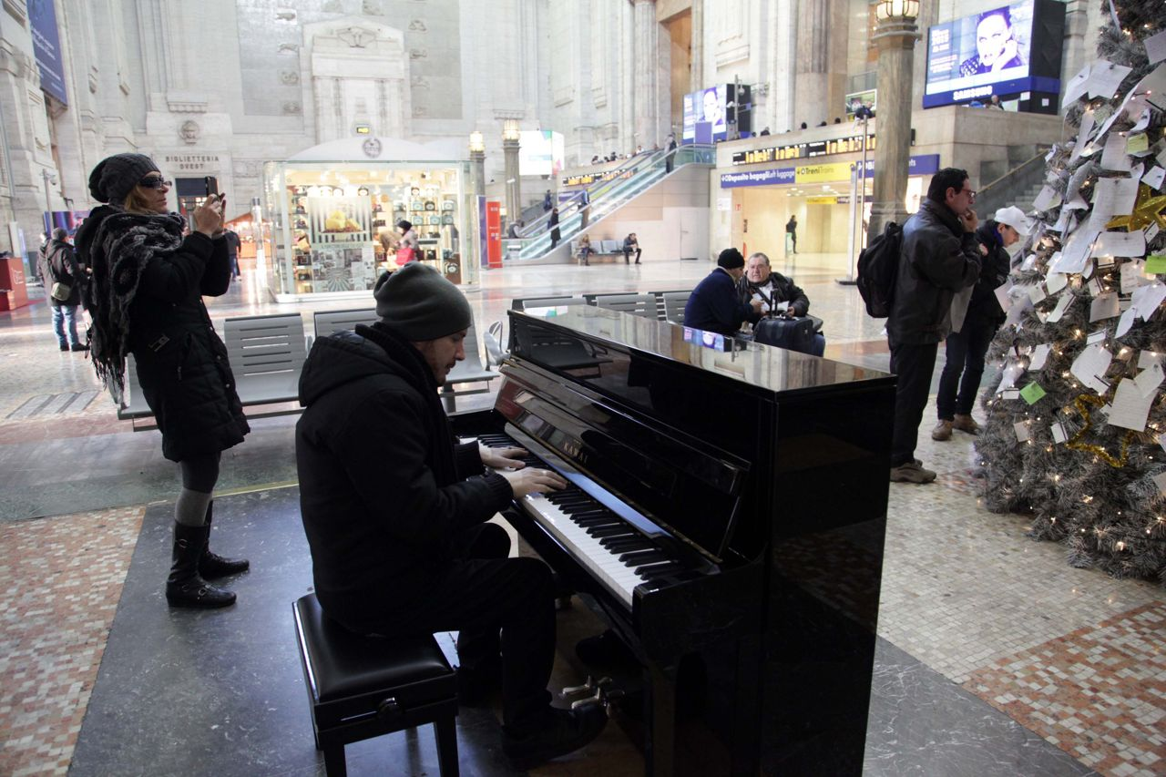 Pianoforte alla Stazione centrale di Napoli