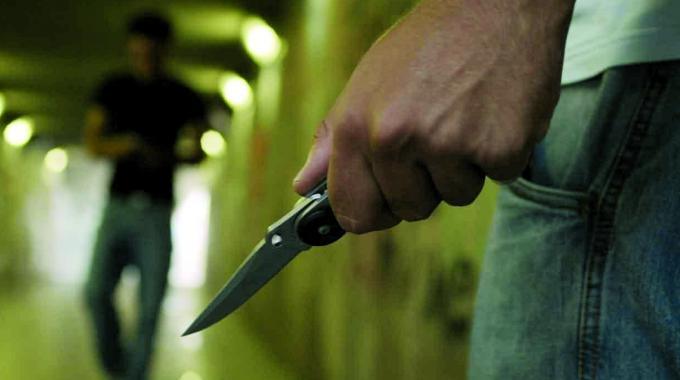 Sedicenne accoltellato a Chiaia. Movida sempre più violenta