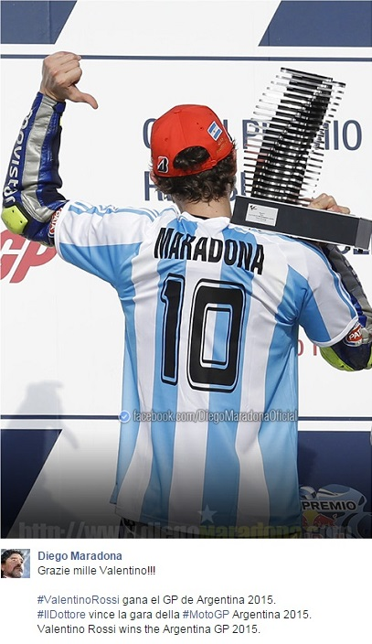 Valentino Rossi vince e omaggia Maradona. Diego ringrazia e celebra il Dottore