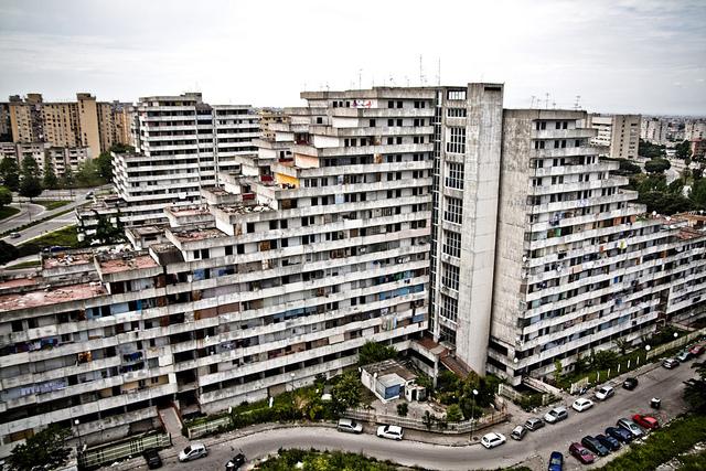 Vele di Scampia giù entro l'estate: arriva il progetto per il palazzetto della città Metropolitana
