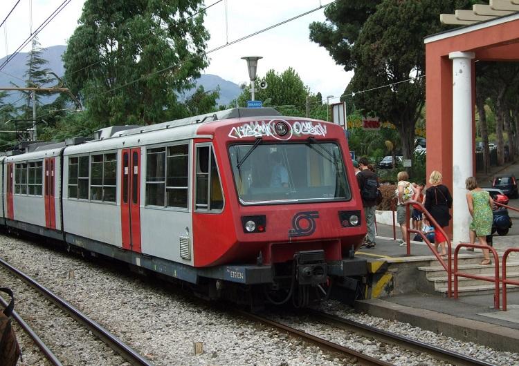 Si getta sotto un treno: 19enne suicida a Somma Vesuviana, l'annuncio su Facebook