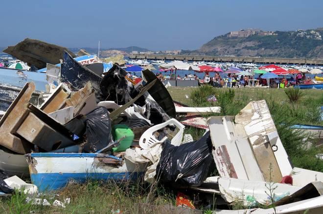 """""""Beach litter"""": rifiuti spiaggiati, Pozzuoli tra le 29 spiagge monitorate da Legambiente"""