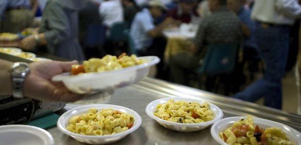 Gli studenti napoletani lavoreranno come volontari per le mense dei poveri. Un'iniziativa frutto del concorso solidale Giovani per la solidarietà