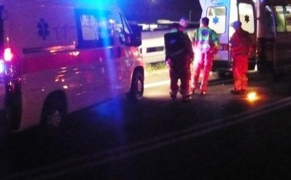 Incidente in Tangenziale nella notte a Napoli: auto si ribalta