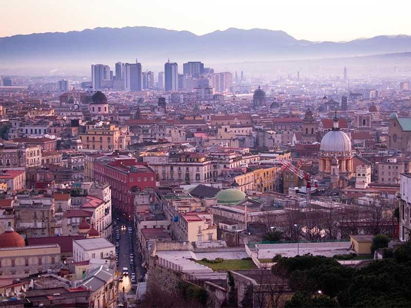 Rapinatore seriale a Napoli: arrestato dopo 11 rapine nel centro della città