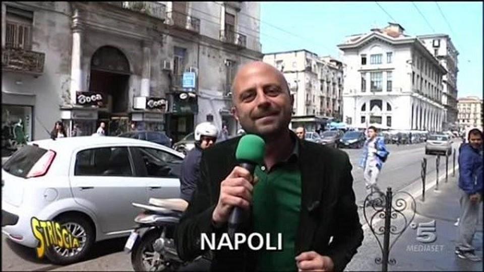 Venditori abusivi di viagra a Napoli: arriva la denuncia di Striscia la Notizia