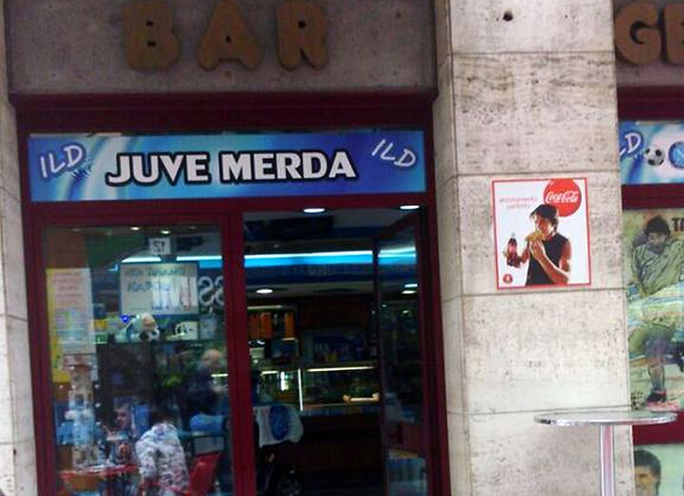 Apre a Napoli il Bar Juve Merda