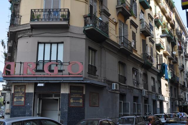 Napoli: chiuso cinema Argo, nel locale a luci rosse si prostituivano minorenni