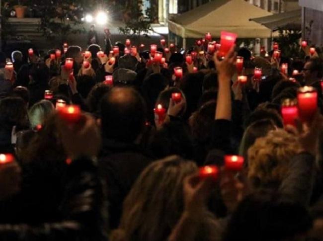 Flash mob contro la riforma scolastica, maestre e mamme scendono in piazza