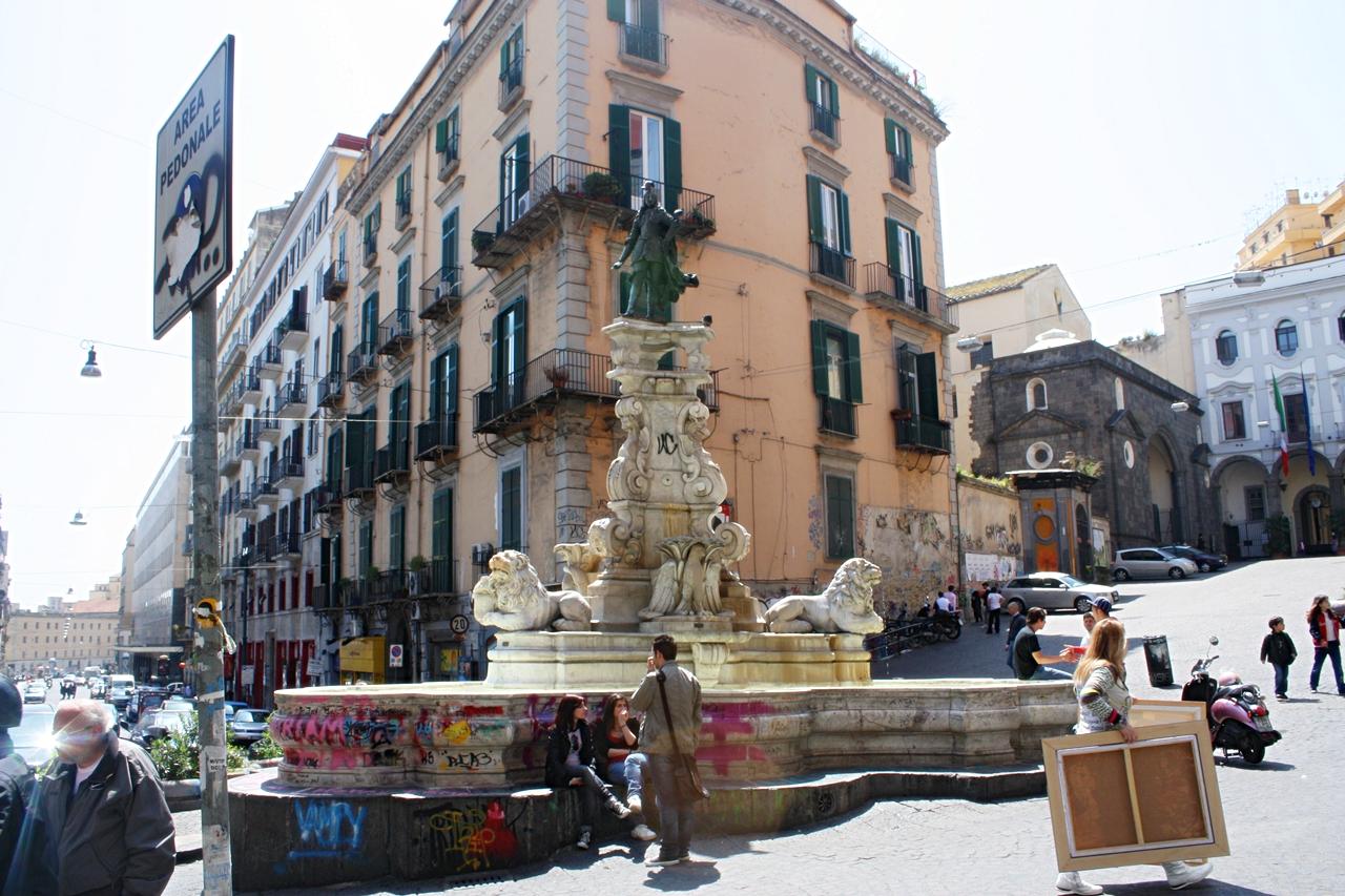 Fontana Monteoliveto: vandali in azione, l'acqua fatta diventare rossa