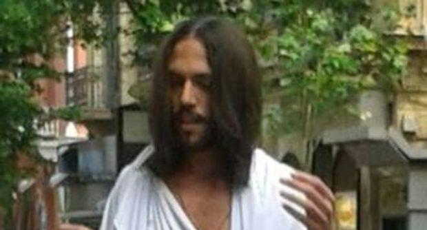 Gesù a Napoli: per le strade della città a benedire la gente