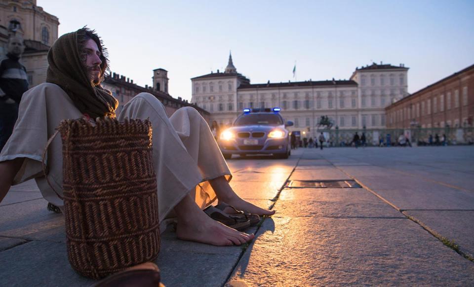 """""""Jesus in Turin"""", avvistato Gesù tra le vie di Torino"""