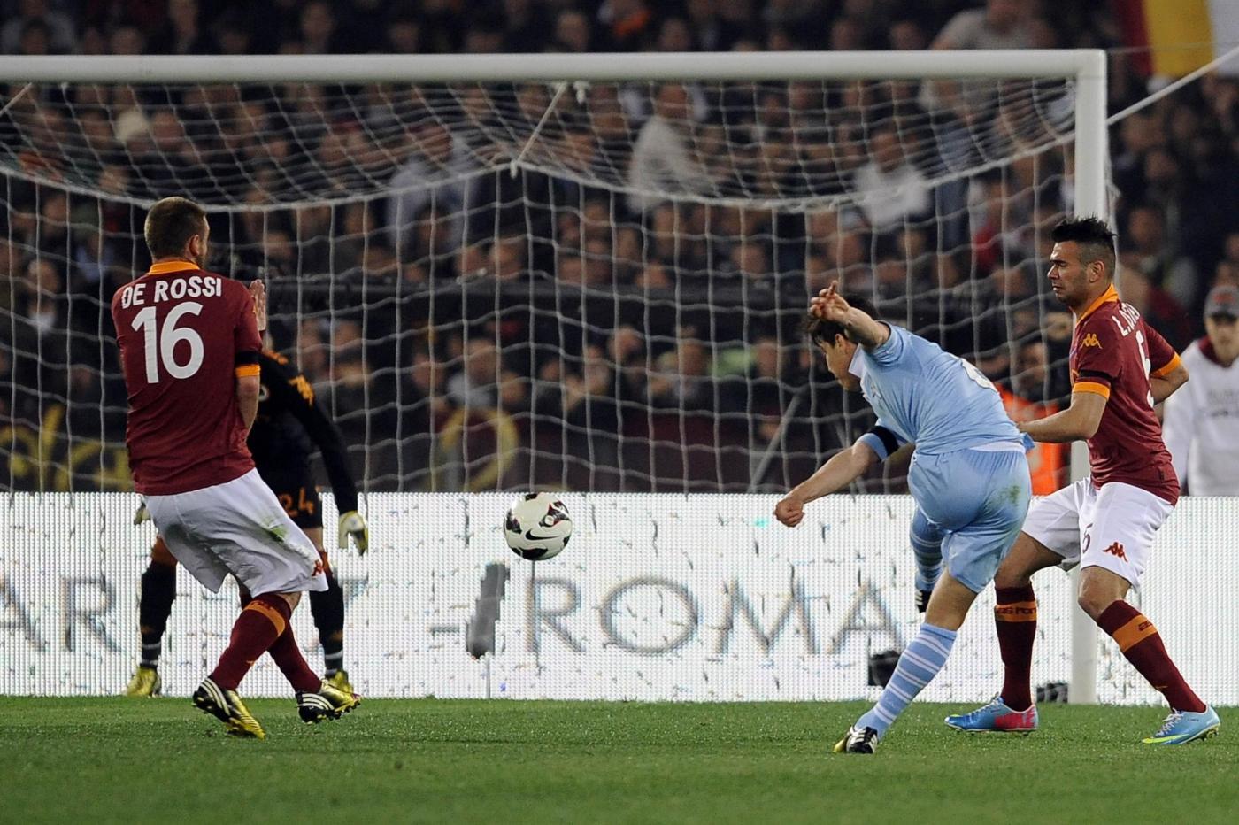 Lazio-Roma posticipata a lunedì 25, a Napoli è polemica