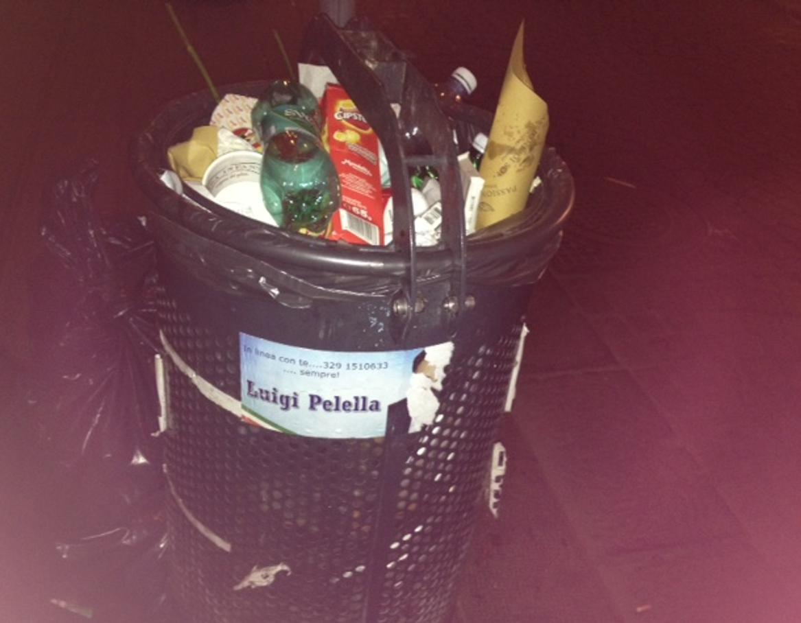 Luigi Pelella e la campagna elettorale sui cestini dei rifiuti