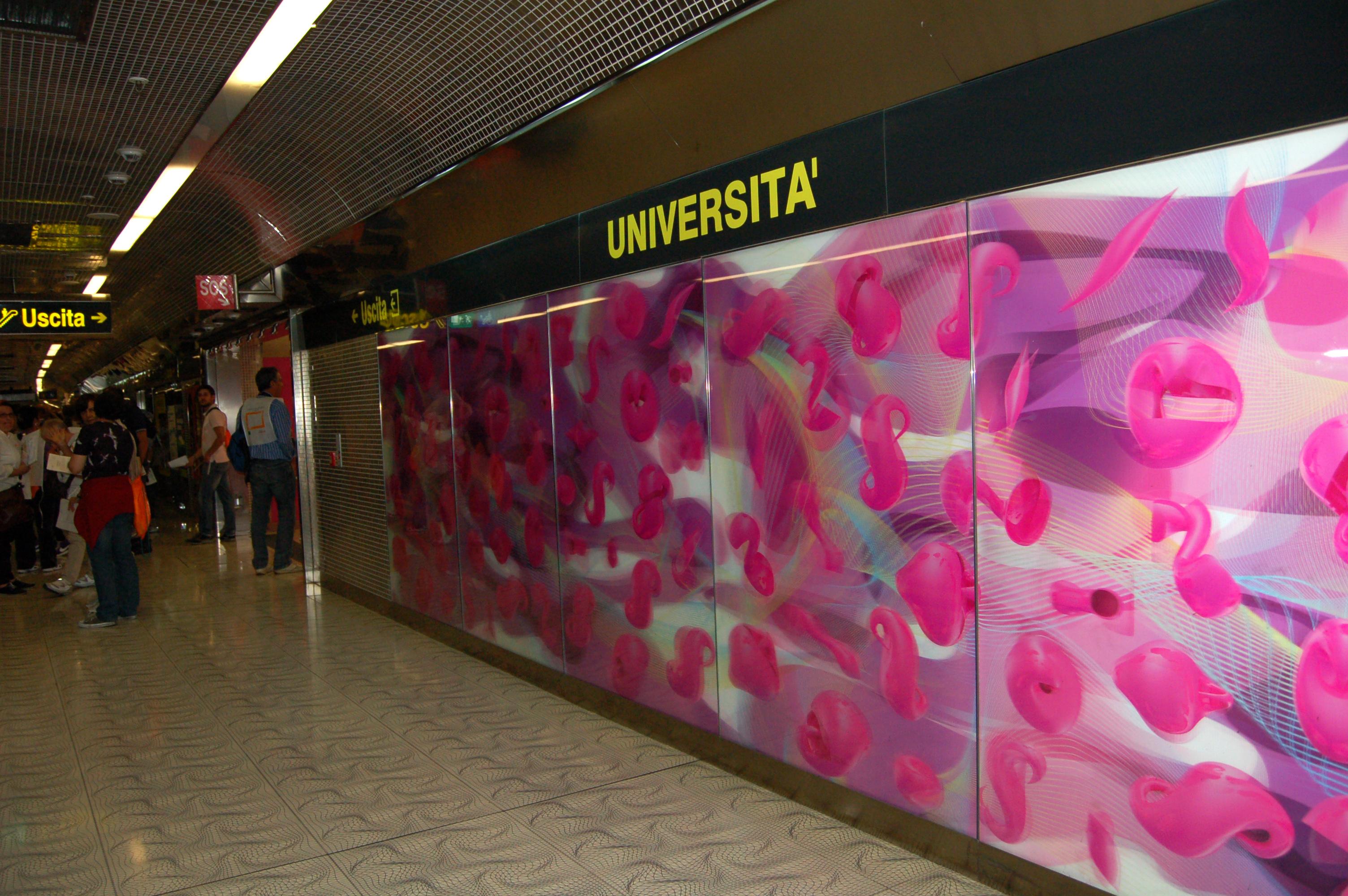 Donna finita sotto i binari alla stazione Università della Linea 1 di Napoli