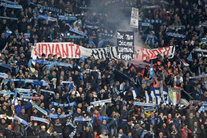 Lazio perde il derby con la Roma e il Napoli sogna ancora la Champions