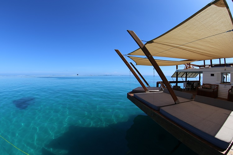 Cloud 9, la pizzeria galleggiante al largo delle Isole Fiji