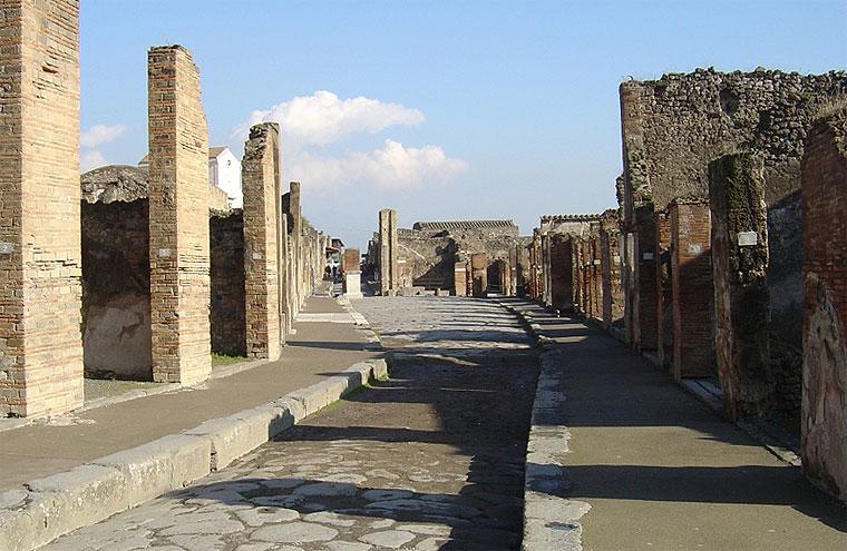 Scavi di Pompei: prende un frammento, denunciata turista francese