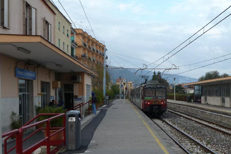 Sorrento Express: arriva il nuovo treno che collega Napoli e Sorrento
