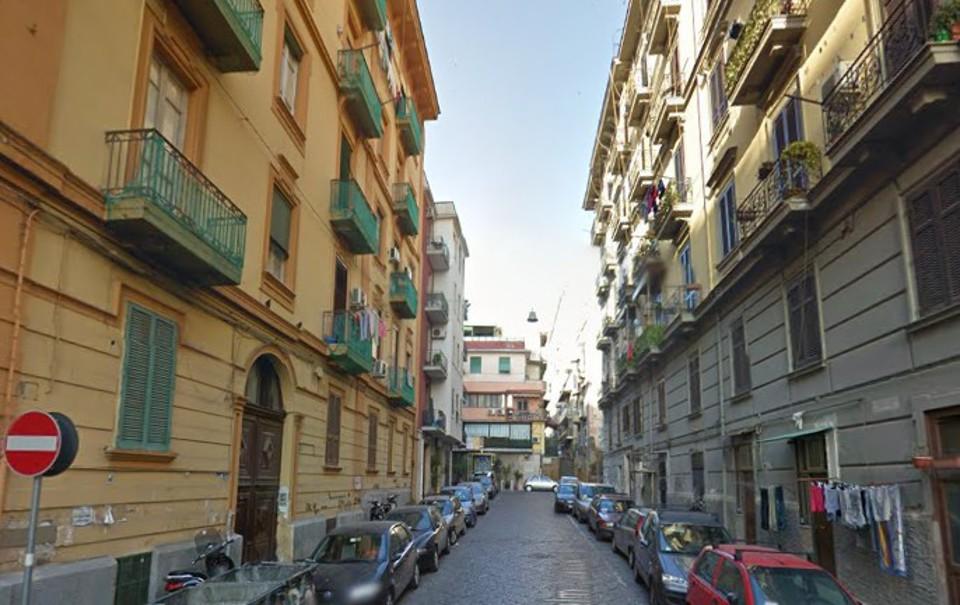Uomo ferito in una tentata rapina: colpi di pistola in pieno giorno a Napoli