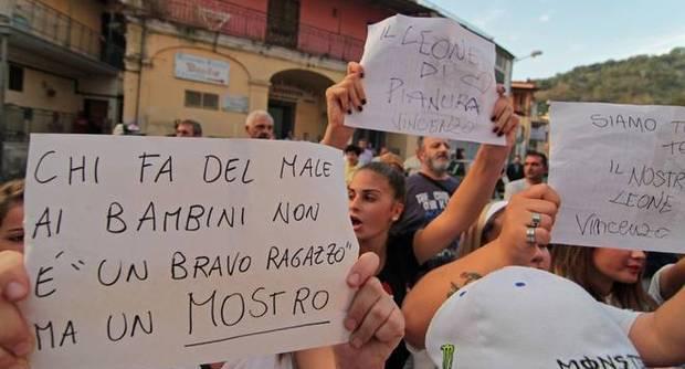 Vincenzo Iacolare condannato a 12 anni: seviziò con un compressore il 14enne di Pianura