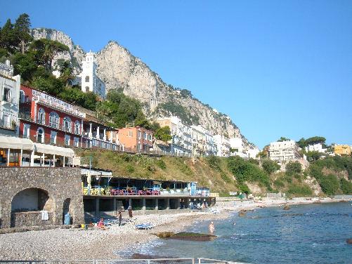 10 spiagge più affollate del mondo: 4 sono italiane e una è napoletana