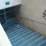 Sesso in strada: i cittadini di Fuorigrotta chiudono il sottopassaggio della Metro