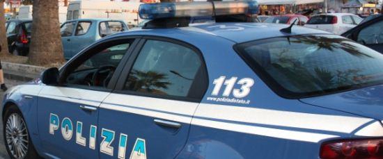 Donna tenta il suicidio: salvata da due polizziotti