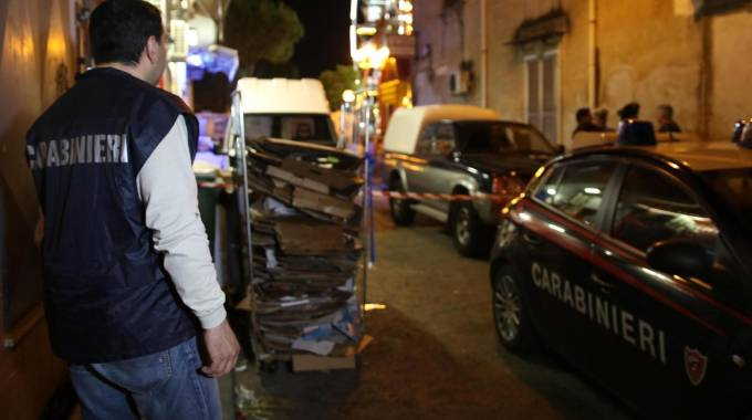 Ex carabiniere ferisce donna a colpi di pistola: possibile pista passionale