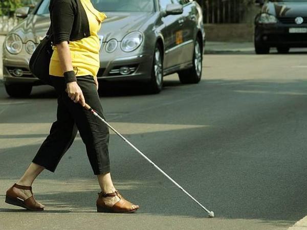 Finta cieca ad Afragola: accusata di truffa aggravata ai danni dello Stato
