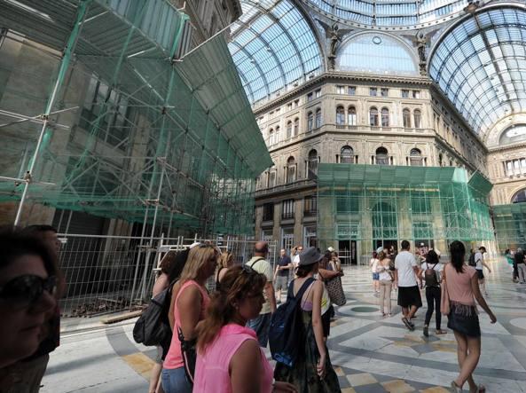Galleria Umberto: campagna di raccolta donazioni via internet per restaurare la facciata principale