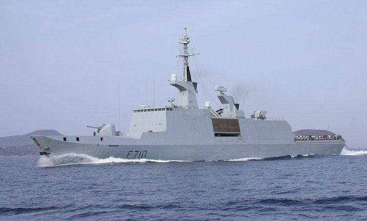 La Fayette a Napoli: la fregata missilistica francese nel porto partenopeo