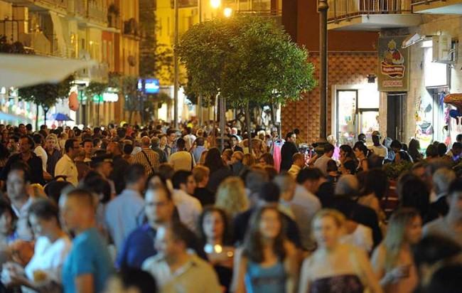 """""""Notte Bianca a Salerno"""": tre giorni di musica, spettacolo e shopping"""