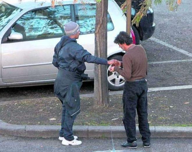 Parcheggiatori abusivi: la Polizia municipale di Napoli dichiara guerra ai posteggiatori