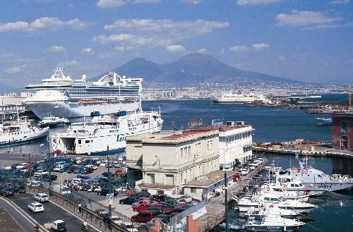 Porto di Napoli: arriva l'estate ed è boom di navi da crociera