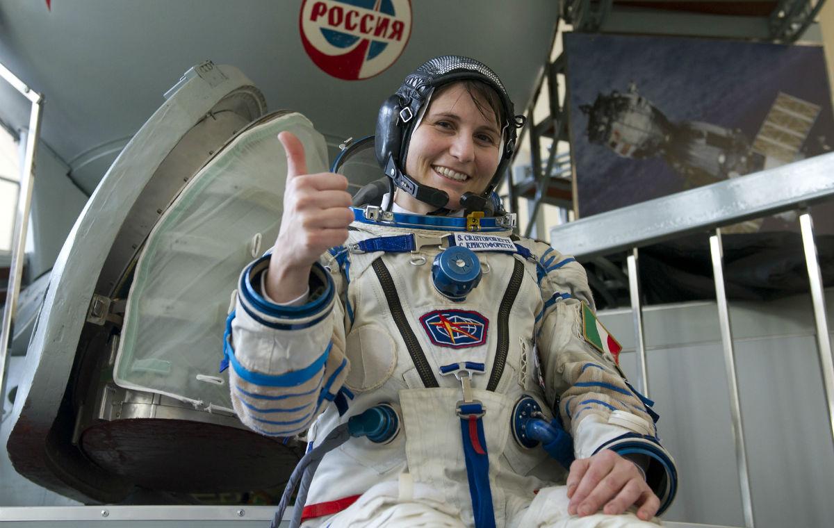 Samantha Cristoforetti visiterà l'Accademia aeronautica di Pozzuoli