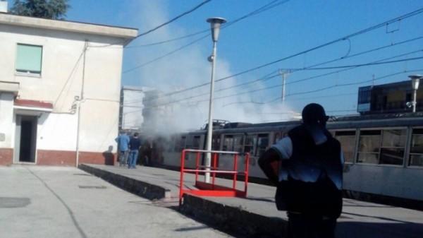 Treno della Circumvesuviana prende fuoco: paura sul treno Sarno-Napoli