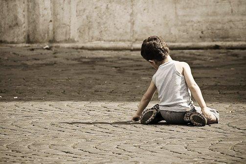 """""""Tutti a Tavola"""": un progetto per combattere l'emergenza povertà infantile a Napoli"""