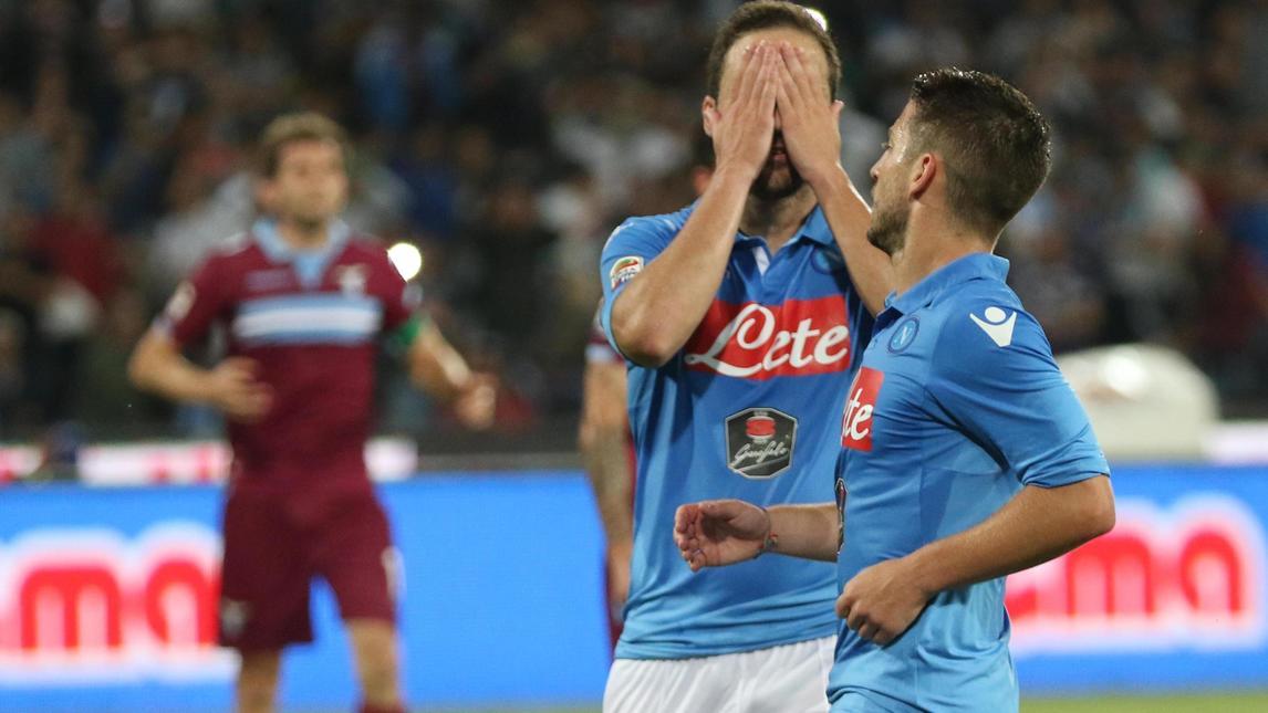 Dopo la sconfitta con la Lazio, Aurelio De Laurentiis conferma il silenzio stampa e invita tutti a cena all'interno del San Paolo