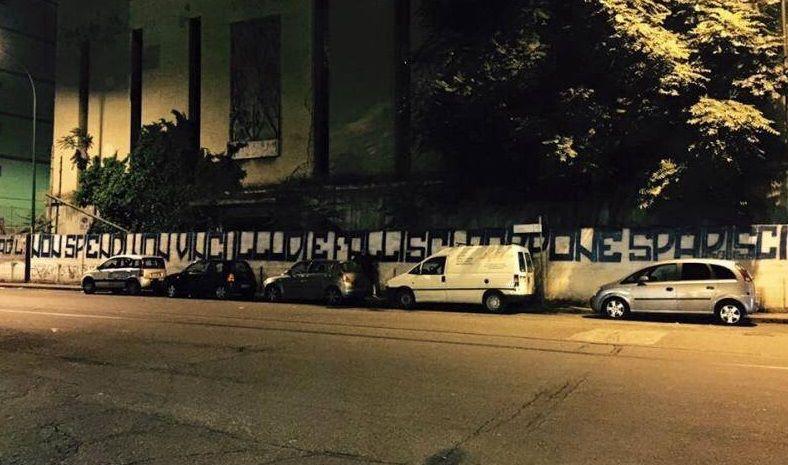 Aurelio De Laurentiis contestato dai tifosi: striscione contro il presidente azzurro