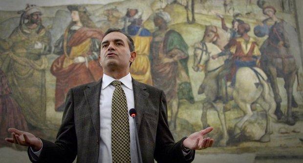 Città metropolitana di Napoli, de Magistris assegna deleghe a cinque consiglieri