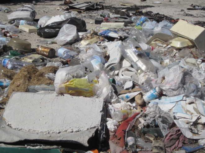 Discarica abusiva a Napoli: sequestrato un capannone di rifiuti speciali