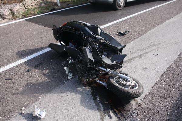 Incidente sulla Domiziana: morto un 44enne alla guida di uno scooter