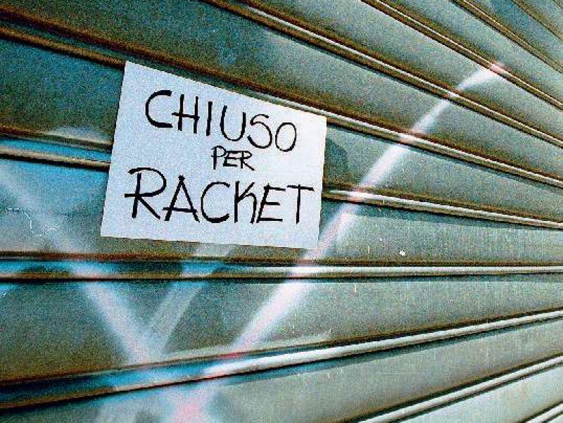 Racket a San Giovanni: negozi distrutti con mazze da baseball
