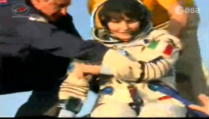 Samantha Cristoforetti è tornata a casa: la navicella è atterrata