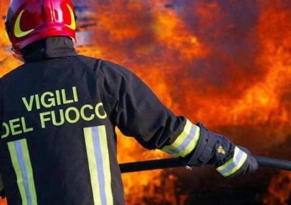 Santa Maria Capua Vetere: casa in fiamme per colpa di un corto circuito, un ferito grave