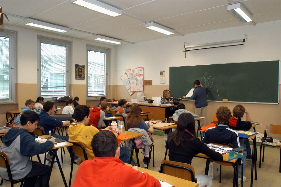 Dispersione scolastica a Napoli: 19 denunciati